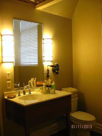 The Independent Hotel:                   bathroom lighting - king suite