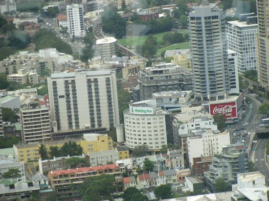 Holiday Inn Potts Point - Sydney:                   Unobstructed view from/to the Sydney Tower