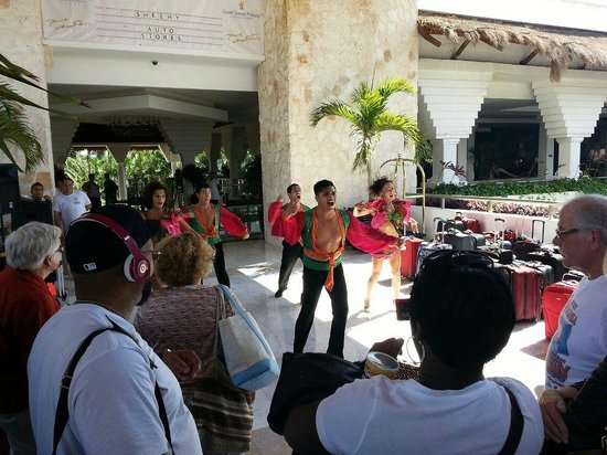 Grand Sunset Princess All Suites Resort:                   Performers at arrival!