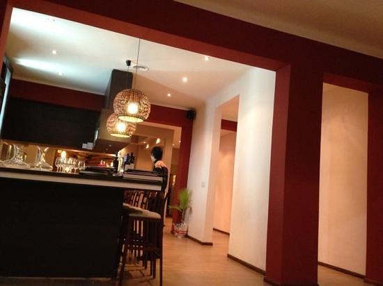 Los Robles Restaurant Parrilla:                   recepción en su nuevo local.