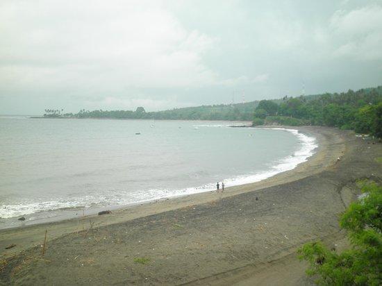 Senggigi Beach:                   Pemandangan dari atas Pura Batu Bolong
