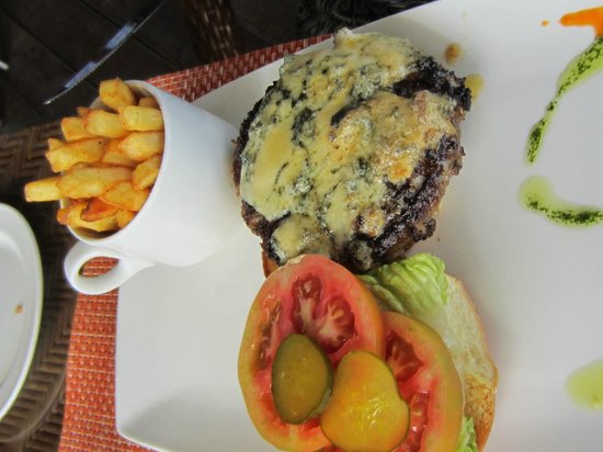 The Bay at Nonsuch : Hamburger with a Blue Cheese Topping