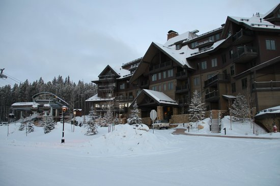 Crystal Peak Lodge: View from front