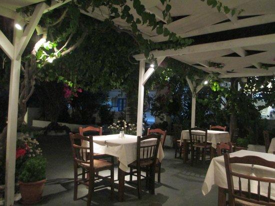 Anemomilos Restaurant: outside