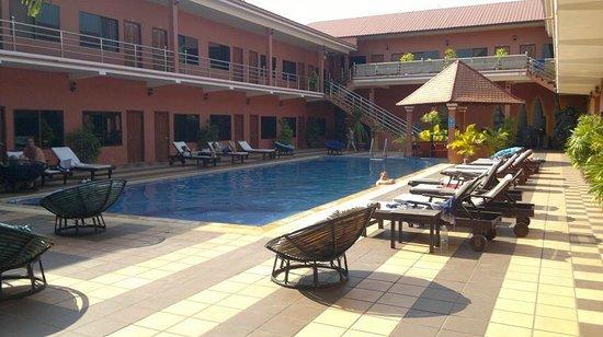 Beach Road Hotel: The swimming pool