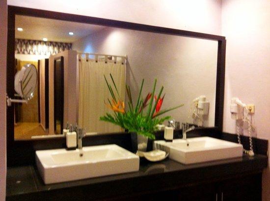 Ubud Fitness Center:                   Clean dressing room