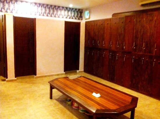 Ubud Fitness Center:                   Lockers, showers and toilets