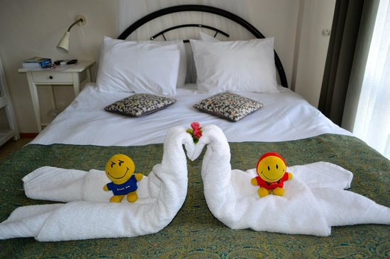 Urkmez Hotel:                   towels made for guests when they come in