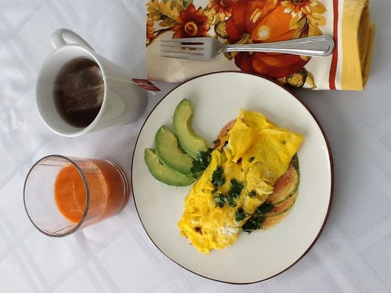 Inn BTween Farm Bed and Breakfast: An omelet made from our own eggs and produce, local coffee and fresh juice.