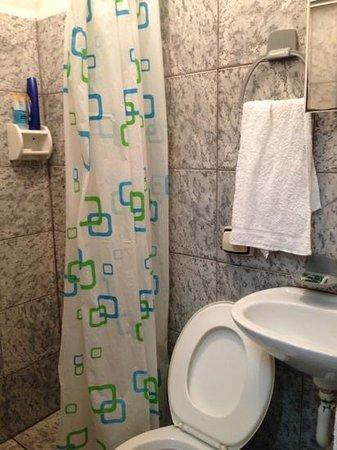 Hotel Pousada Alvorada:                   Banheiro (acomodação casal)