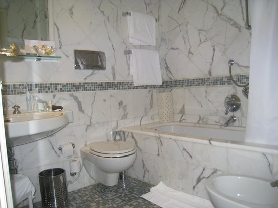 Aldrovandi Villa Borghese:                   marble bathroom