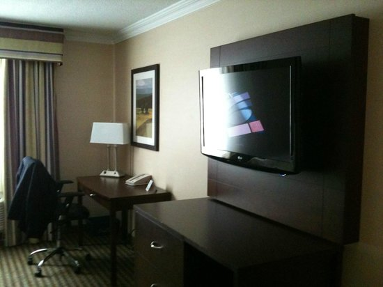 Pearson Hotel Conference Centre Toronto Airport: room 2 double beds