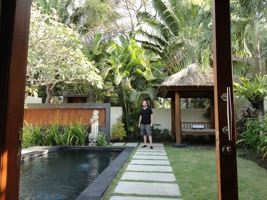 Bali Baliku Beach Front Luxury Private Pool Villa:                                     villa private pool/yard