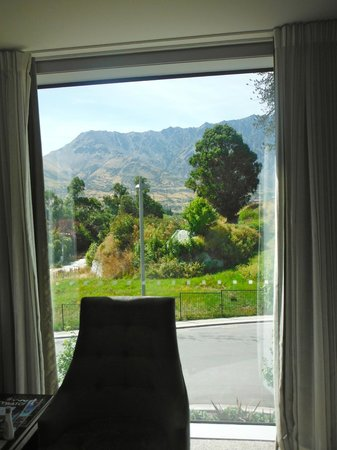 DoubleTree by Hilton Hotel Queenstown:                   view out the window