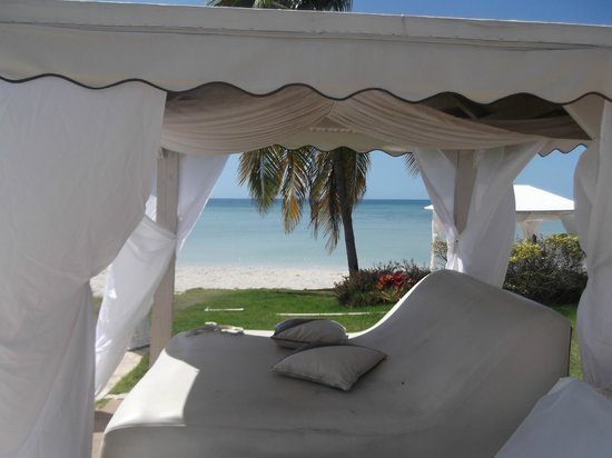 Grand Bahi-a Ocean View Hotel:                   Pool area