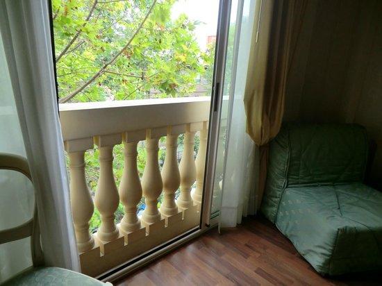 Hotel President:                   Окна превращающие комнату в огромный балкон - по-моему очень романтично!