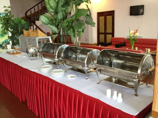 Sapa Lakeview Hotel :                   Breakfast time is 7-9am. When we arrived at 8:10am, it not ready at all!