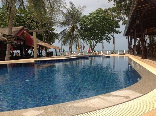 Lanta New Coconut Bungalow :                   New Coconut Resort at the pool
