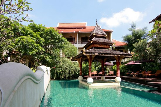 Puripunn Baby Grand Boutique Hotel: Hotel and Swimming Pool area (Day Time)