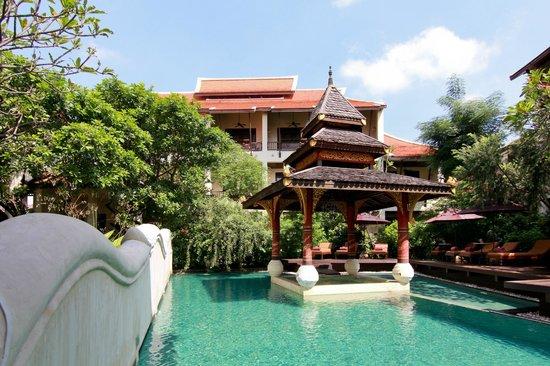 ปุรีปัน เบบี้ แกรนด์ บูติค โฮเต็ล: Hotel and Swimming Pool area (Day Time)