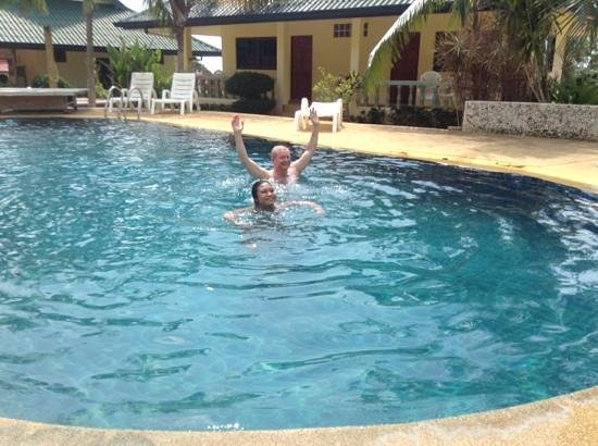 Samui Reef View Resort:                   dad and wife in the pool