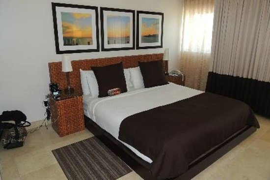Santa Maria Suites Hotel: One of two king bedrooms