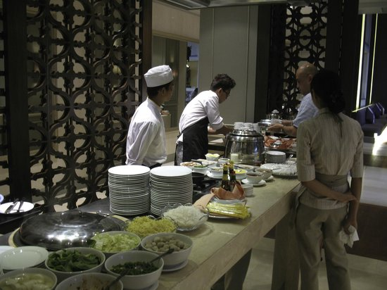 Chatrium Hotel Royal Lake Yangon: Breakfast