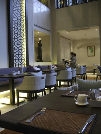 تشاتريوم هوتل رويال ليك يانجون: Restaurant