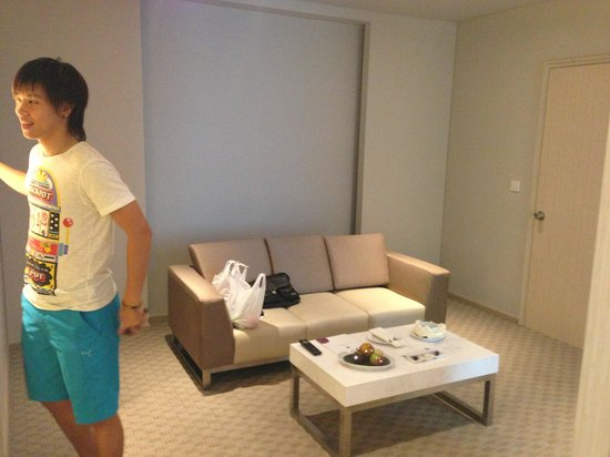 Grand Mercure Jakarta Harmoni: Living room in business suite room