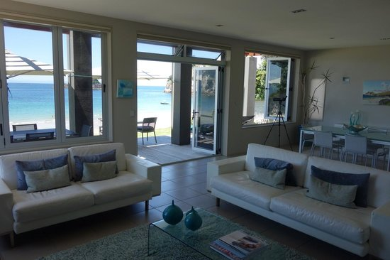 Hahei Oceanfront:                   living room