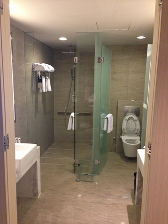 Grand Mercure Jakarta Harmoni: Business suite bathroom