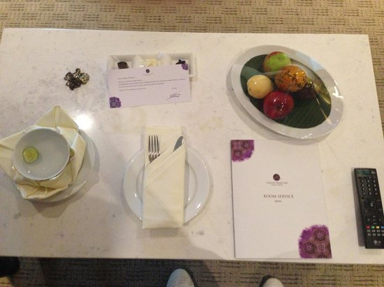 Grand Mercure Jakarta Harmoni: Welcome gift from hotel, nice!