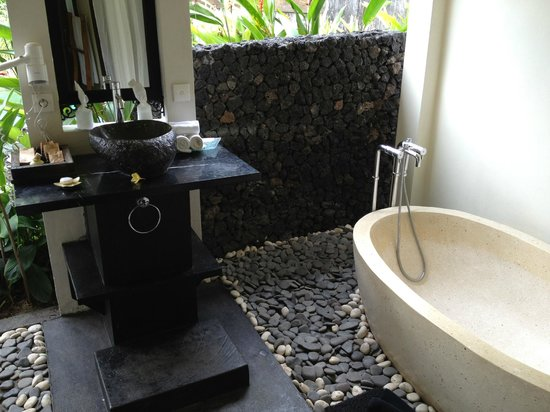 KajaNe Mua Private Villa & Mansion:                   outdoor bathroom