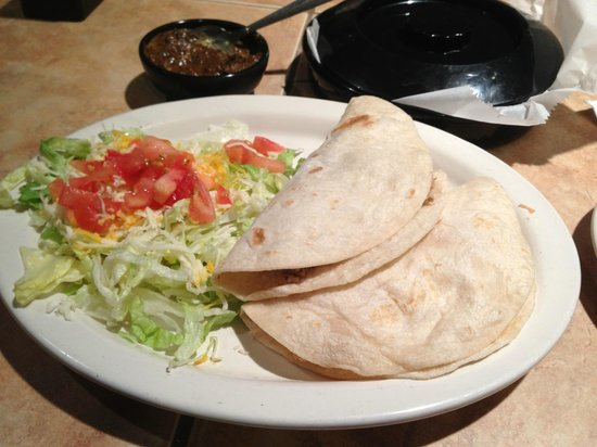 Alfredo's Mexican Cafe: Two tacos a la carte...plenty for lighter appetites.