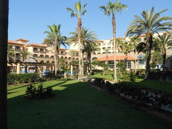 Royal Solaris Los Cabos:                   courtyard
