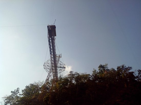 Jumpin Heights:                   Bungee base 4m land vhr jumper lands, video can be taken from this place.