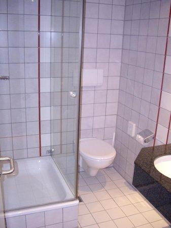 Dorint Parkhotel Mönchengladbach: Bathroom