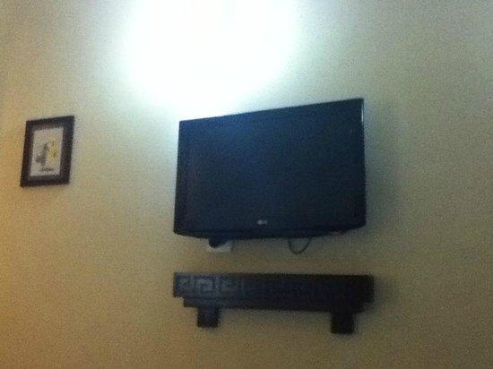 Golden Spring Hotel:                                     TV