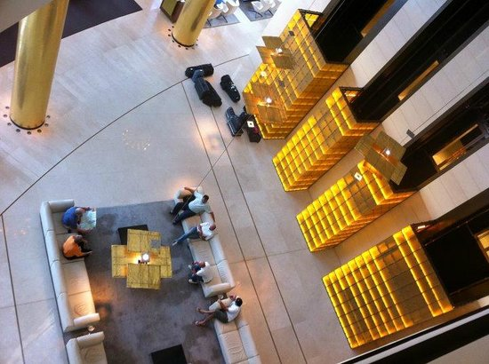 Hyatt Regency Kiev: Hotel lobby...