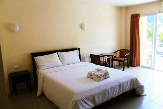 Number 1 House & Restaurant: Double Room Bed