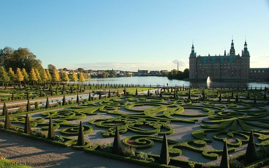 Frederiksborg Castle:                   сад