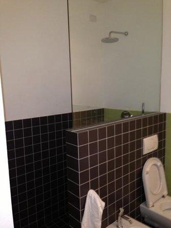 Mxp Rooms Guest House:                   bagno con doccia