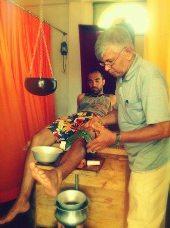 Ayurveda Lanka Spa:                   Knee injury treatment