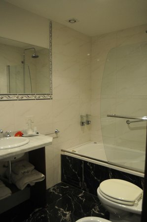 Le Vitral Baires Boutique Hotel: Superior Room (Bathroom)