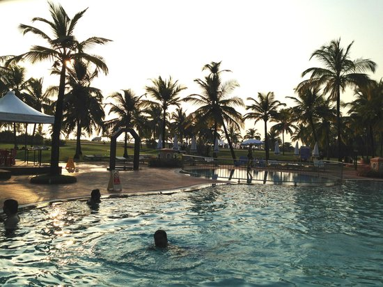 Holiday Inn Resort Goa:                   The lawns over looking the beach