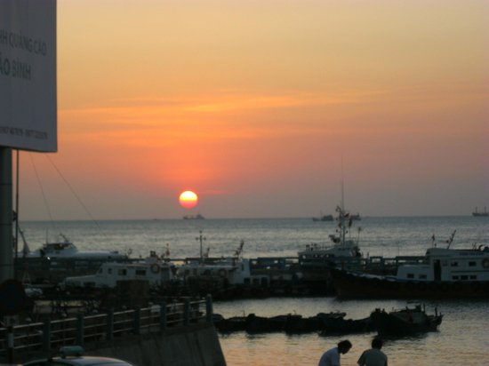Lucys' Sports Bar and Hotel:                                     Sunset from the veranda