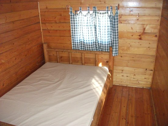 Placerville KOA:                   Back bedroom with double bed.