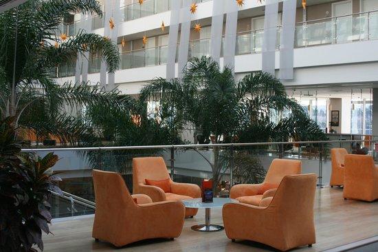 Rixos Hotel Libertas:                   Luftiges Lobby