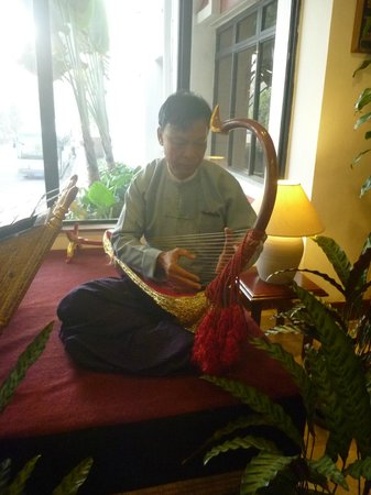 Summit Parkview Hotel:                   Musical instrument played for guests enjoyment