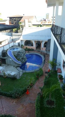 Hotel Santo Tomas:                   the pool